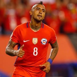 Vidal, genio y figura en el triunfo de Chile sobre Perú.