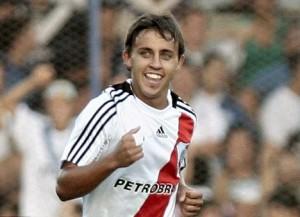 Diego Buonanotte jugando por River Plate.