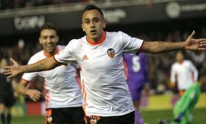 Fabián Orellana marcó el 2-0 de Valencia sobre el Real Madrid.