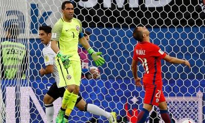 Marcelo Díaz se equivocó y fue fatal. Chile perdió la final ante Alemania en la Confederaciones.