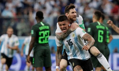 Messi y Rojo celebran con todo la clasificación a octavos de final en el Mundial de Rusia 2018.
