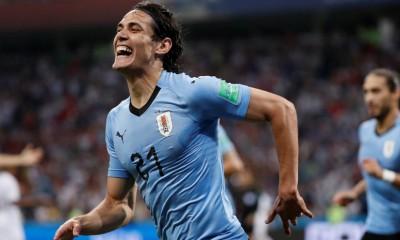 Edinson Cavani anotó los dos goles con que Uruguay eliminó a Portugal.