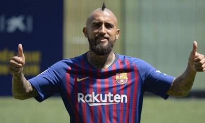 Vidal fue presentado oficialmente como jugador del Barcelona