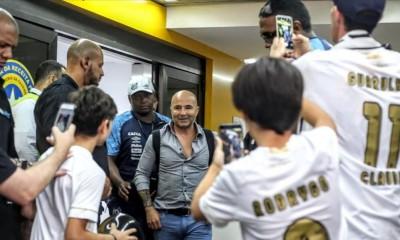 Jorge Sampali fue recibido como héroe a su llegada a Sao Paulo por los hinchas del Santos.