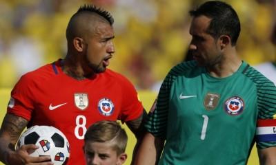Arturo Vidal no se opone a que Claudio Bravo y Marcelo Díaz regresen a la selección si es que el DT los nomina.