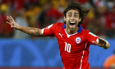Chile's Jorge Valdivia celebrates their second goal during their 2014 World Cup Group B soccer match against Australia at the Pantanal arena in Cuiaba June 13, 2014.    REUTERS/Paul Hanna (BRAZIL  - Tags: SPORT SOCCER WORLD CUP)