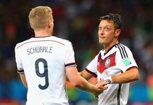 André Schürrle y Mesut Özil pusieron en cuartos de final a Alemania.