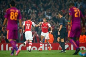Alexis se matriculó con un gol y una asistencia ante el Galatasaray.