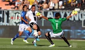 Esteban Paredes se perdió al menos tres goles cantados, pero logró hacer el del empate ante Huachipato.