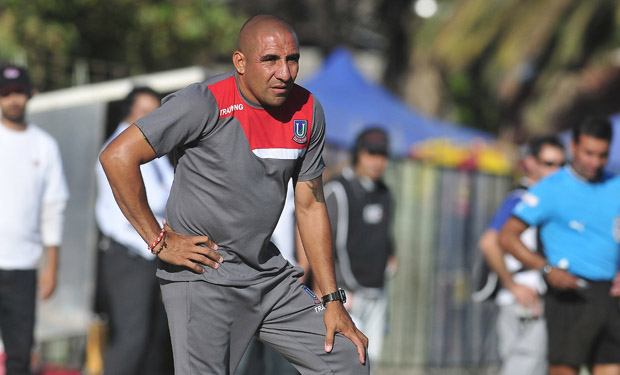 Ariel Pereyra es el ex jugador que ahora entrena a Unión La Calera y la tiene puntera del torneo.