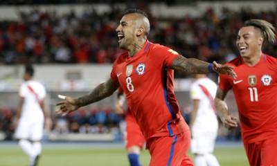 Arturo Vidal celebra el gol ante Perú