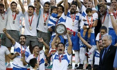 Universidad Católica es bel bicampeón del fútbol chileno. El 12 título para los cruzados.