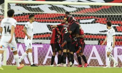 Athletico Paranaense venció como local por 2 a 0 a Colo Colo por Copa Libertadores.