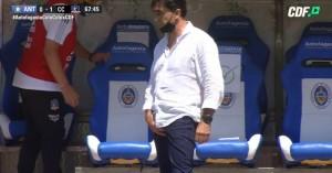 Gustavo quinteros en el momento en qué hace el gesto a Carlos Múñoz. Seguramente recibirá un castigo importante.